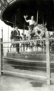 Parker_municipal_pier_1924_carousel_01