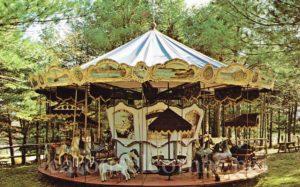 santas_land_putney_vt_carousel_postcard_01